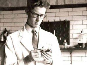 Tưởng nhớ J. M. Creeth, nhà khoa học góp phần tạo nên cấu trúc ADN